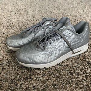 Nike Air Max metallic Athletic Running sneakers, 8